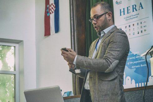 Vitomir Jevremović, osnivač Digital Mind govorit će o mogućnostima koje digitalna rješenja nude kulturno muzejskim institucijama u privlačenju većeg broja posjetitelja.